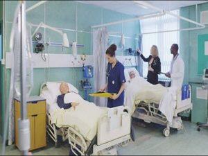 برطانیہ میں نرس پر کھانسنے والے مریض کو 6 ماہ قید اور 300 پاؤنڈ جرمانے کی سزا سنادی گئی۔